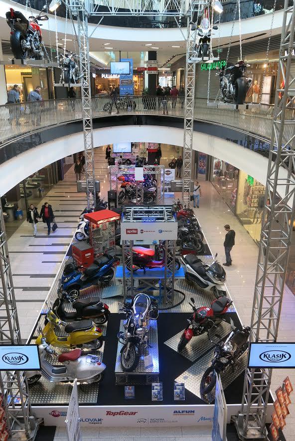 Nákupné centrum sa premení na motorkársky raj