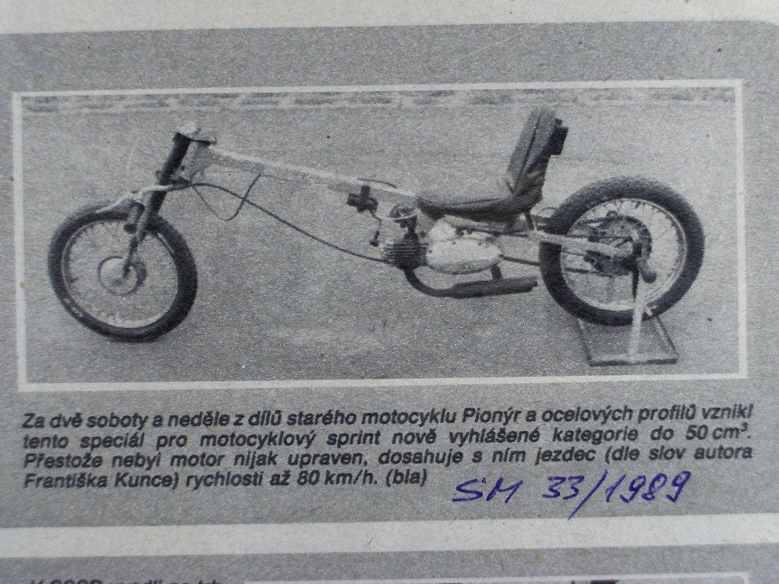 Dobové náradie pre šprint na 400 metrov, motor Jednosedadlák