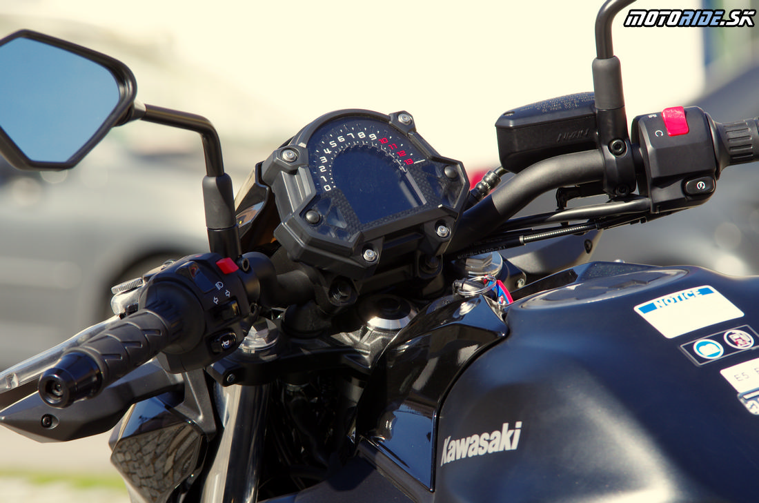 Prístrojovka má odteraz väčší displej - Kawasaki Z650 2017