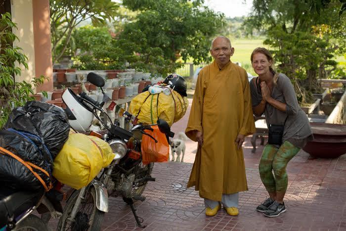 """Miestny Yoda. Nocovanie """"na žobráka"""" medzi bonsajmi v budhistickom kláštore"""