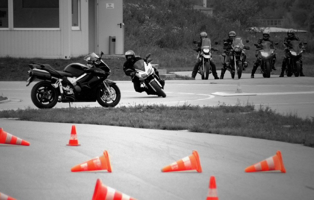 Škola bezpečnej jazdy SuperDRIVE hľadá inštruktora - môžeš ním byť i ty!