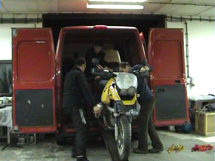 Video: Motoride Dakar Adventure 2008 - Ako dostať 3 červy do plechovky