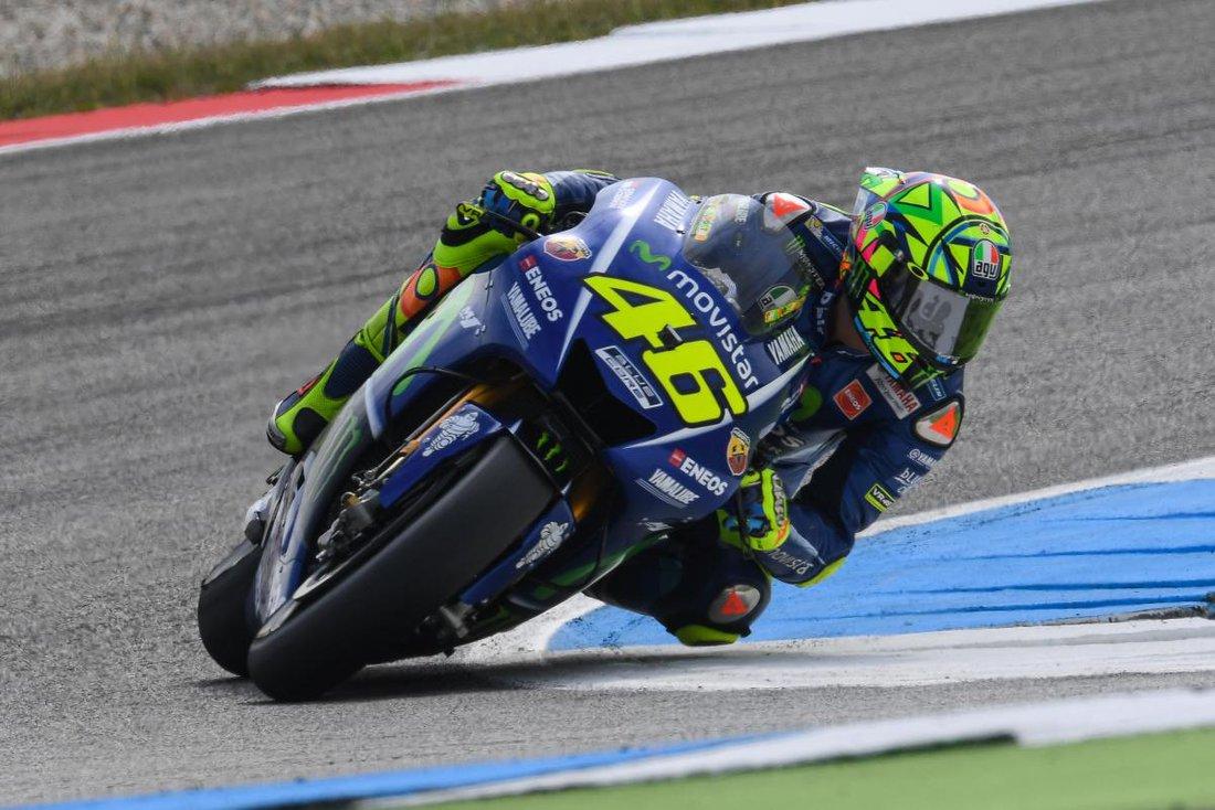 MotoGP 2017 - TT Assen (Holandsko) - v premenlivom počasí vyhráva Rossi, Viñales stráca priebežné vedenie