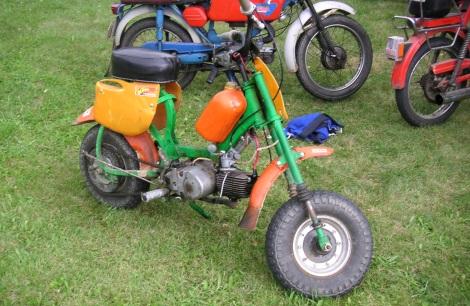minicross s atypicky uloženou nádržou, motor 05 a vyššie