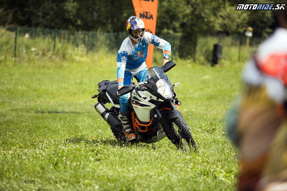 Zatáčanie po stojačky - Enduro tréning s legendou: Chris Birch v Kopernici - KTM 1090/1290 Adventure R 2017
