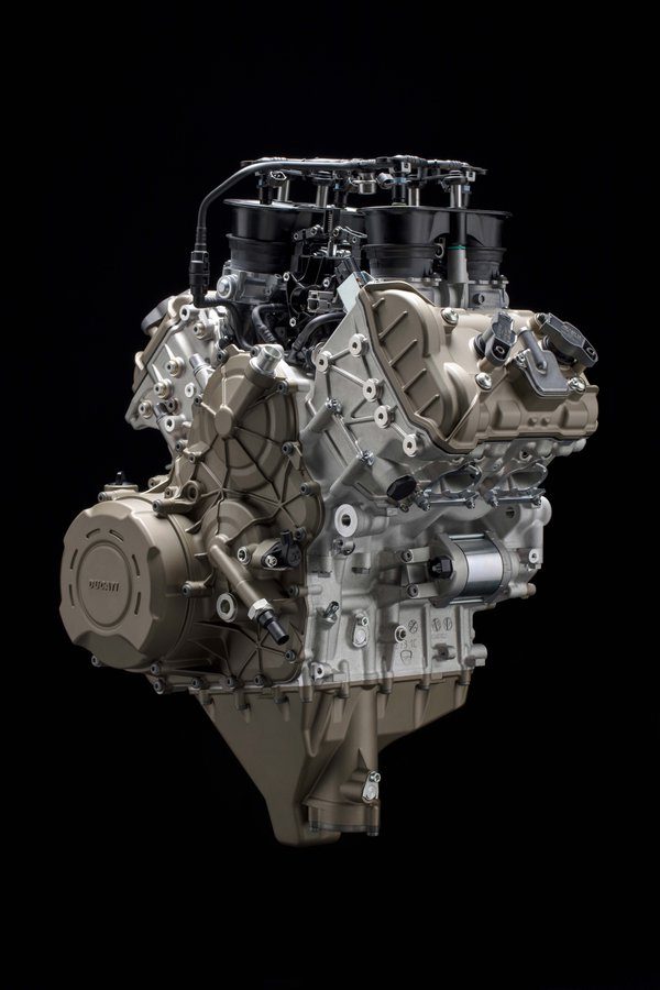 Prvé fotky Ducati Panigale s V4 motorom