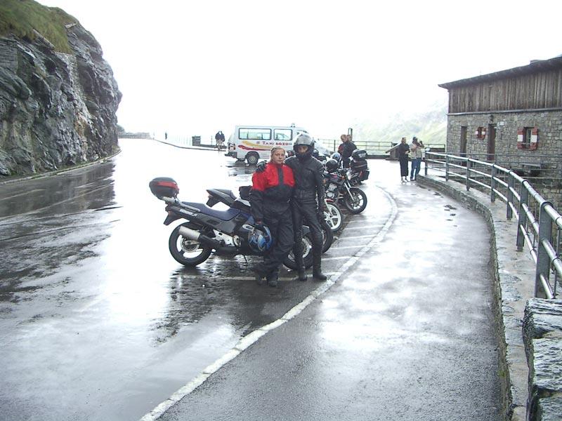 Awia a Dadi  na Franz-Jozefs-Höhe, tu už začínalo naozaj pršať...