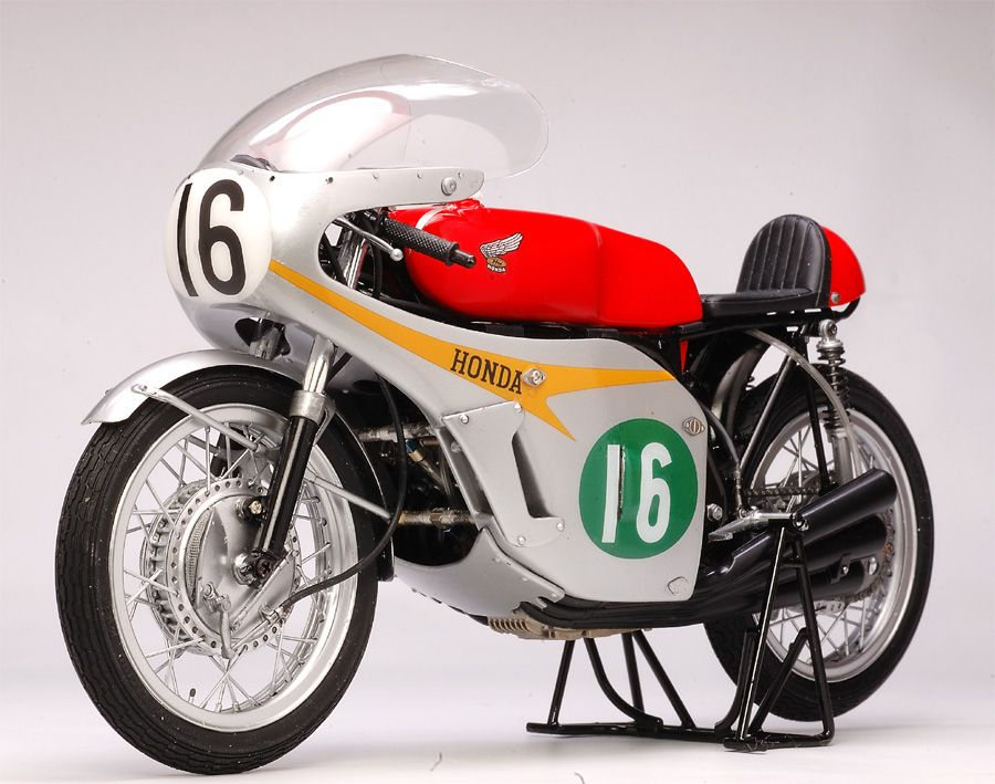Honda RC166 1966 - Mike Hailwood (model)