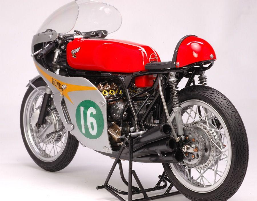 Honda RC166 1966 - Mike Hailwood (model)