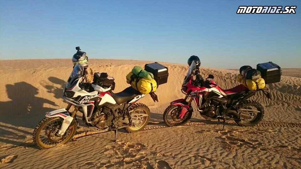 Prve duny pri Nefte - Naživo: Na Afrikách do Afriky - Africa Twin Tunisia Adventure