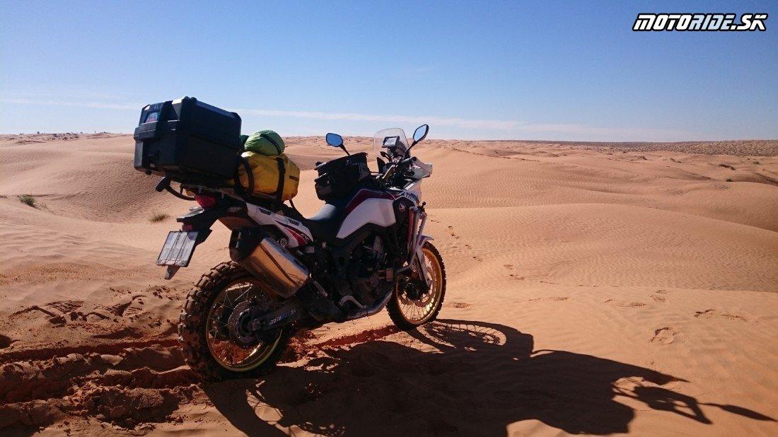 Ksar Ghilane - Naživo: Na Afrikách do Afriky - Africa Twin Tunisia Adventure