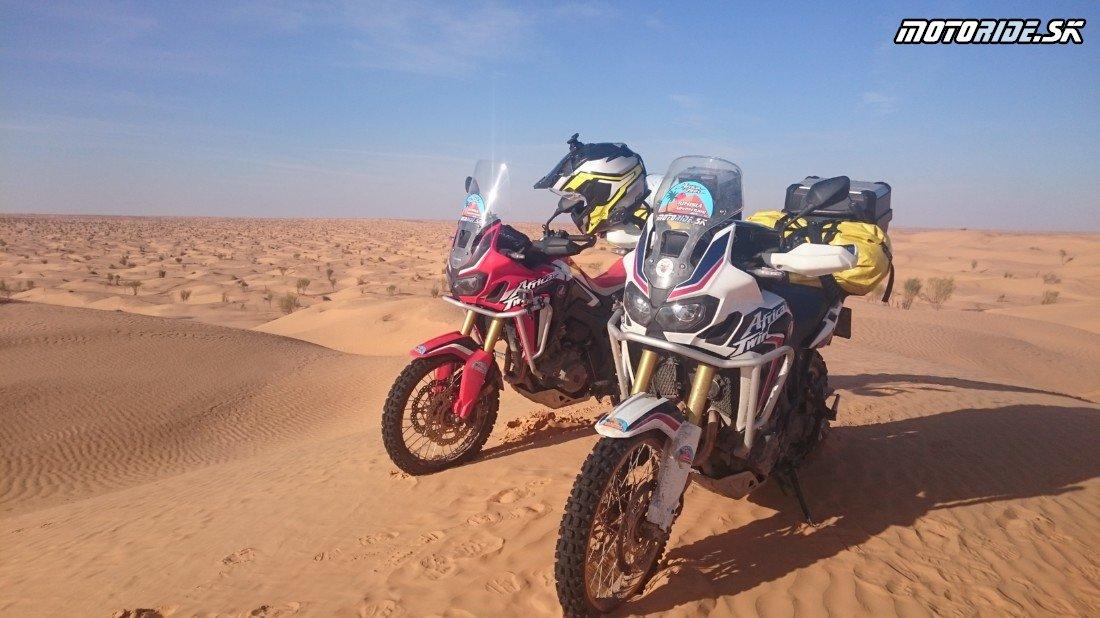 Sahara, park Djebil, Timbaine - Naživo: Na Afrikách do Afriky - Africa Twin Tunisia Adventure
