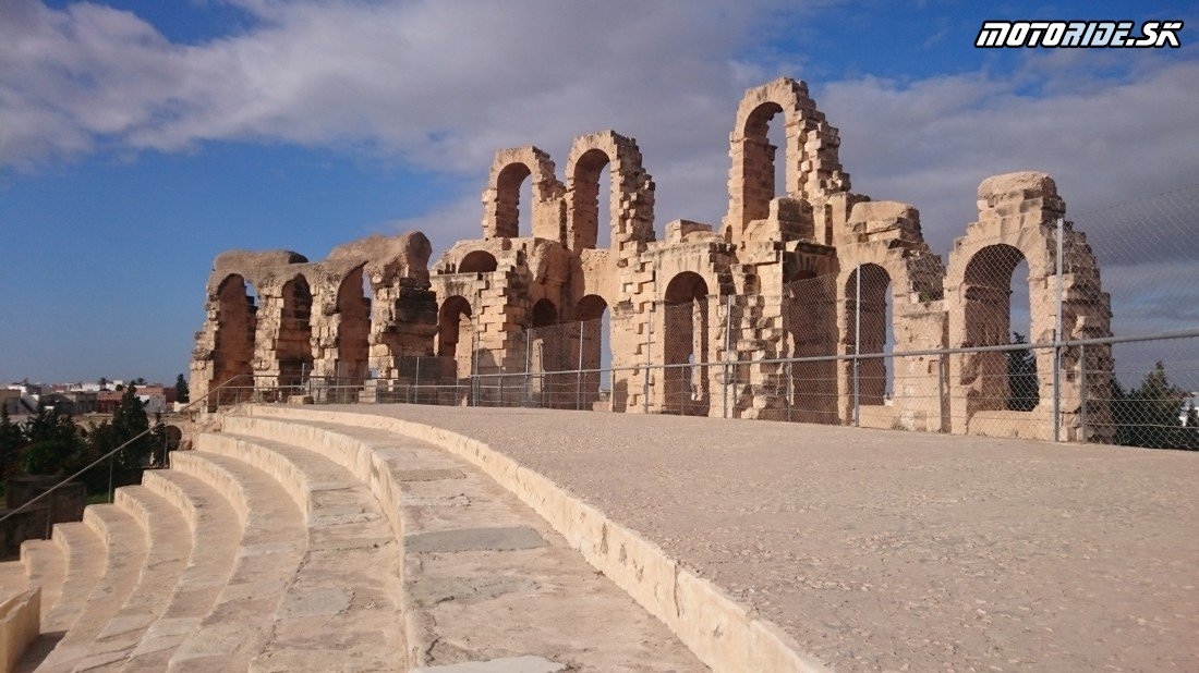 Rímsky amfiteáter v El Djem - Naživo: Na Afrikách do Afriky - Africa Twin Tunisia Adventure