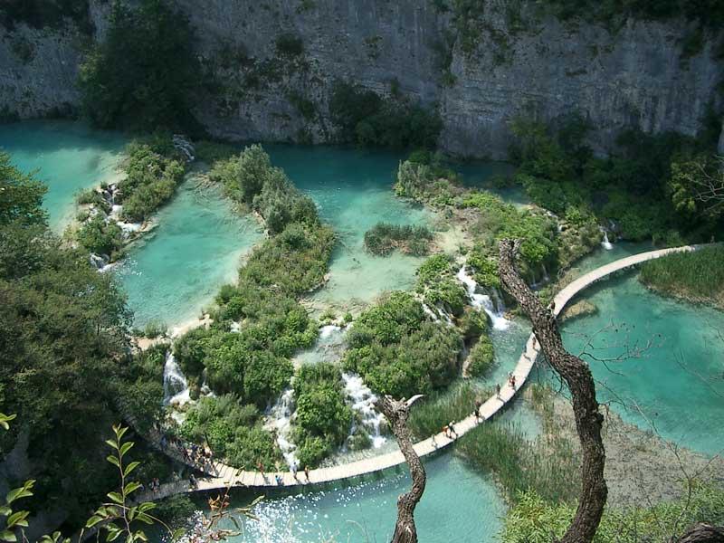 Pohľad zvrchu na Plitvické jazerá...