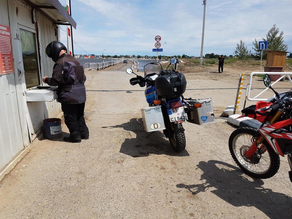 Známy pontónový most pred Kazašskou hranicou