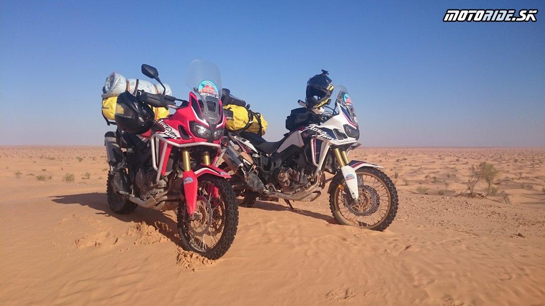 Keď Sahara leží Honde Africa Twin pri nohách... - Naživo: Sme na Slovensku - Na Afrikách do Afriky - Africa Twin Tunisia Adventure končí