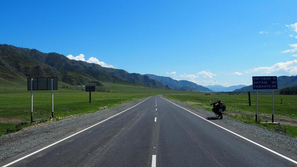 Okolie sa mení. Na Mongolskú hranicu je to už len 320km
