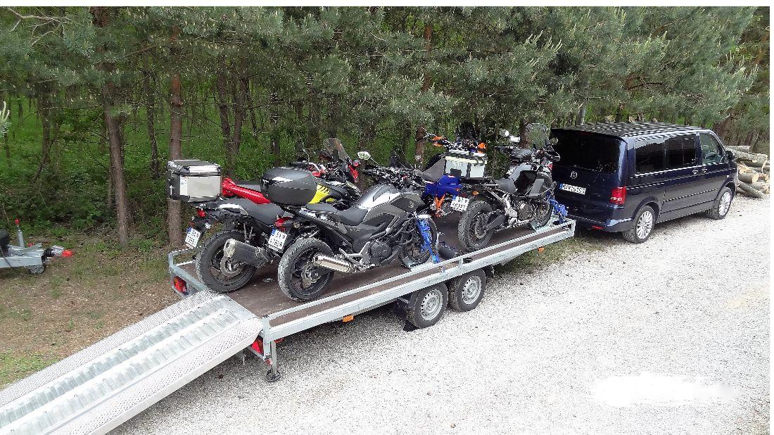 Ku vzdialeným cieľom pohodlne - preprava motoriek a jazdcov