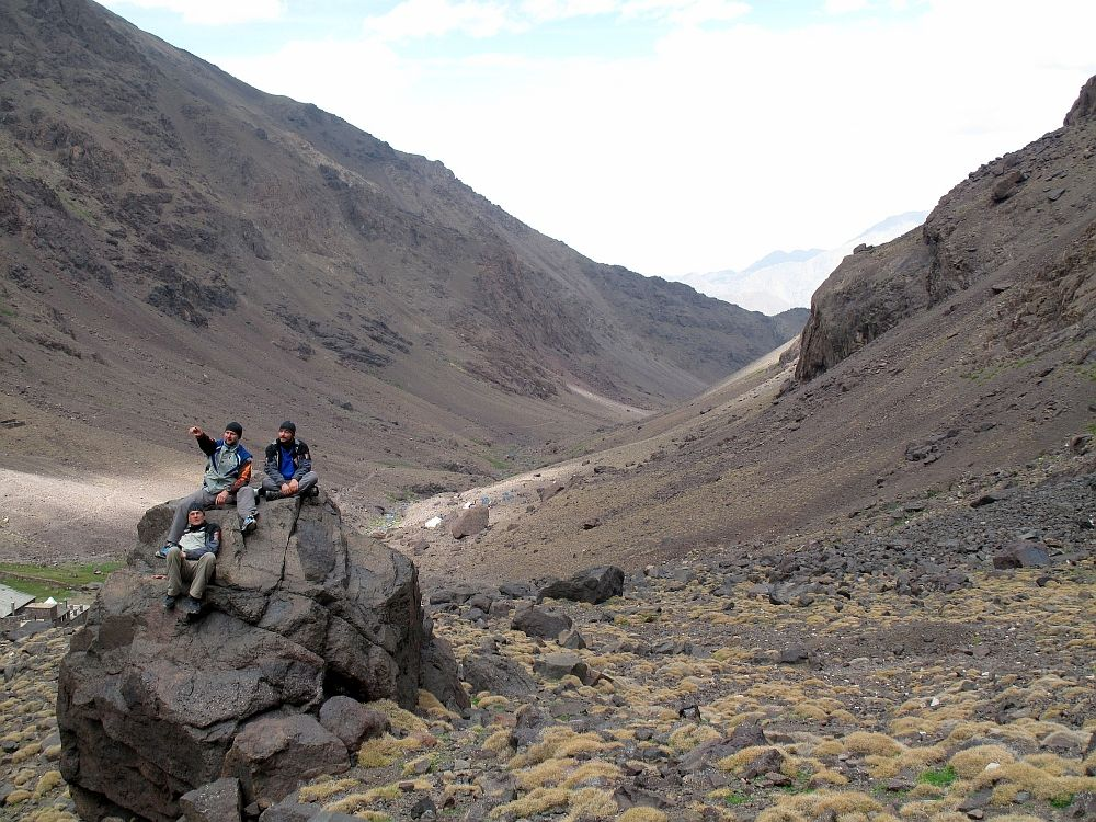 Sedíme na kameni v 3.000m - Djebel Toubkal
