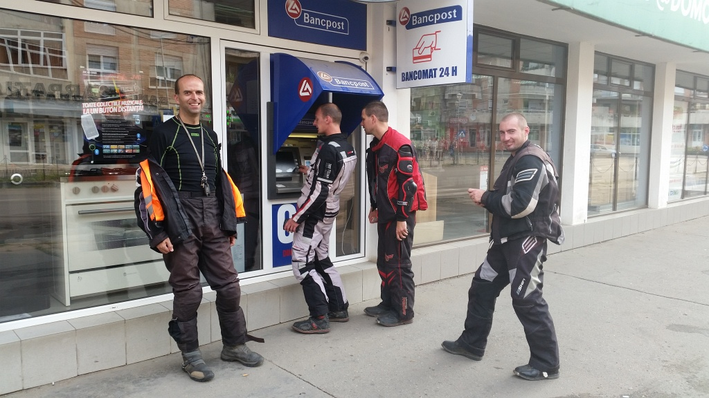 bankomat v rumunsku vyberame cash - niektori viac