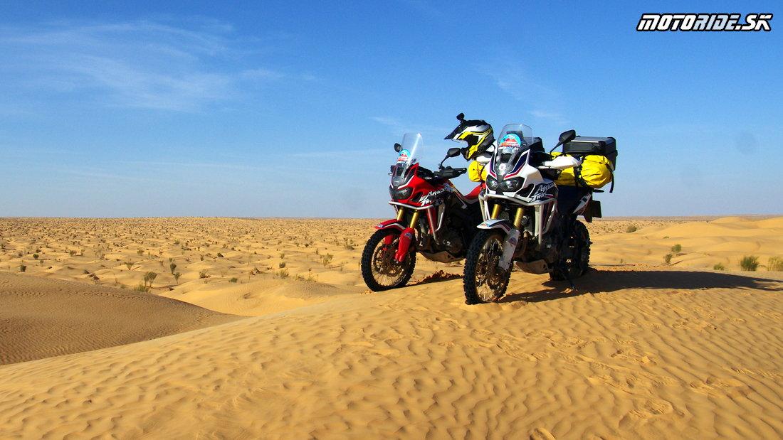 Na hranici parku Djebil, Erg Gran Oriental, Tunisko - Africa Twin Tunisia Adventure