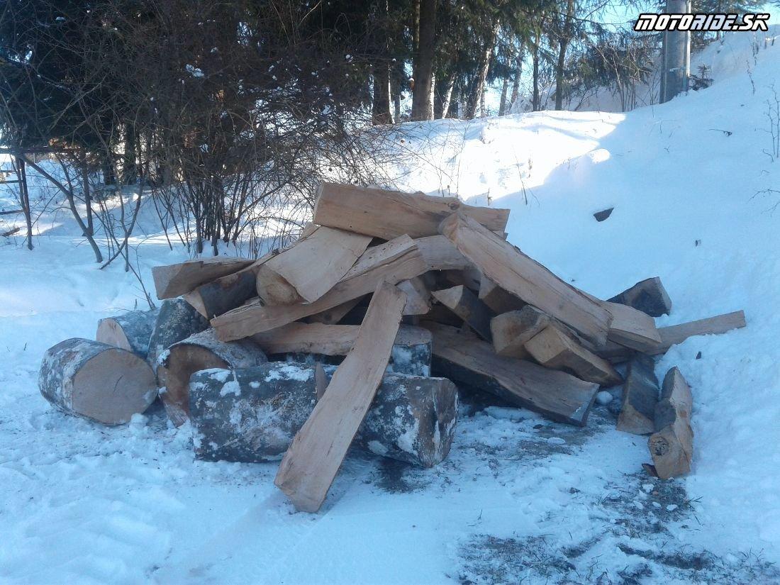 Drevo pripravené - Areál BMT Lúčky - Pozvánka: Stretko ľadových medveďov 2018, Brezno - motorky, zima, sneh, preteky, pioniere a skvelá zábava