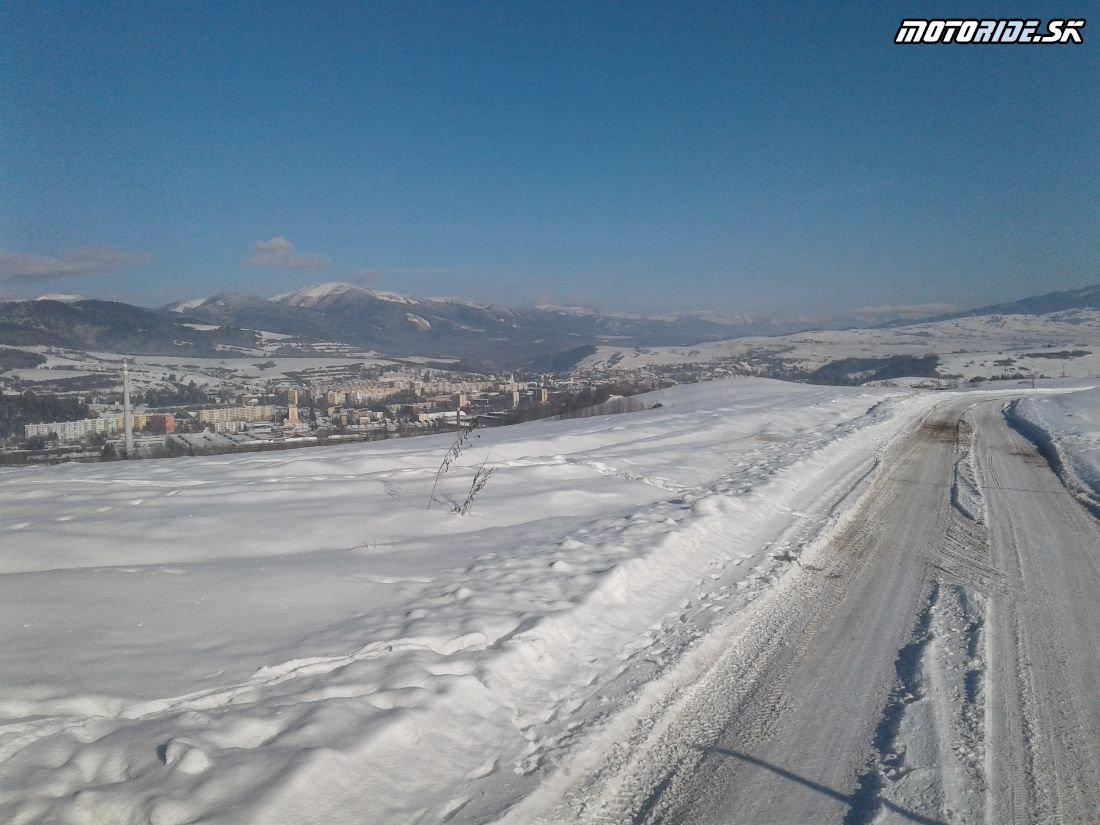 Prístupová cesta do areálu BMT Lúčky - Pozvánka: Stretko ľadových medveďov 2018, Brezno - motorky, zima, sneh, preteky, pioniere a skvelá zábava