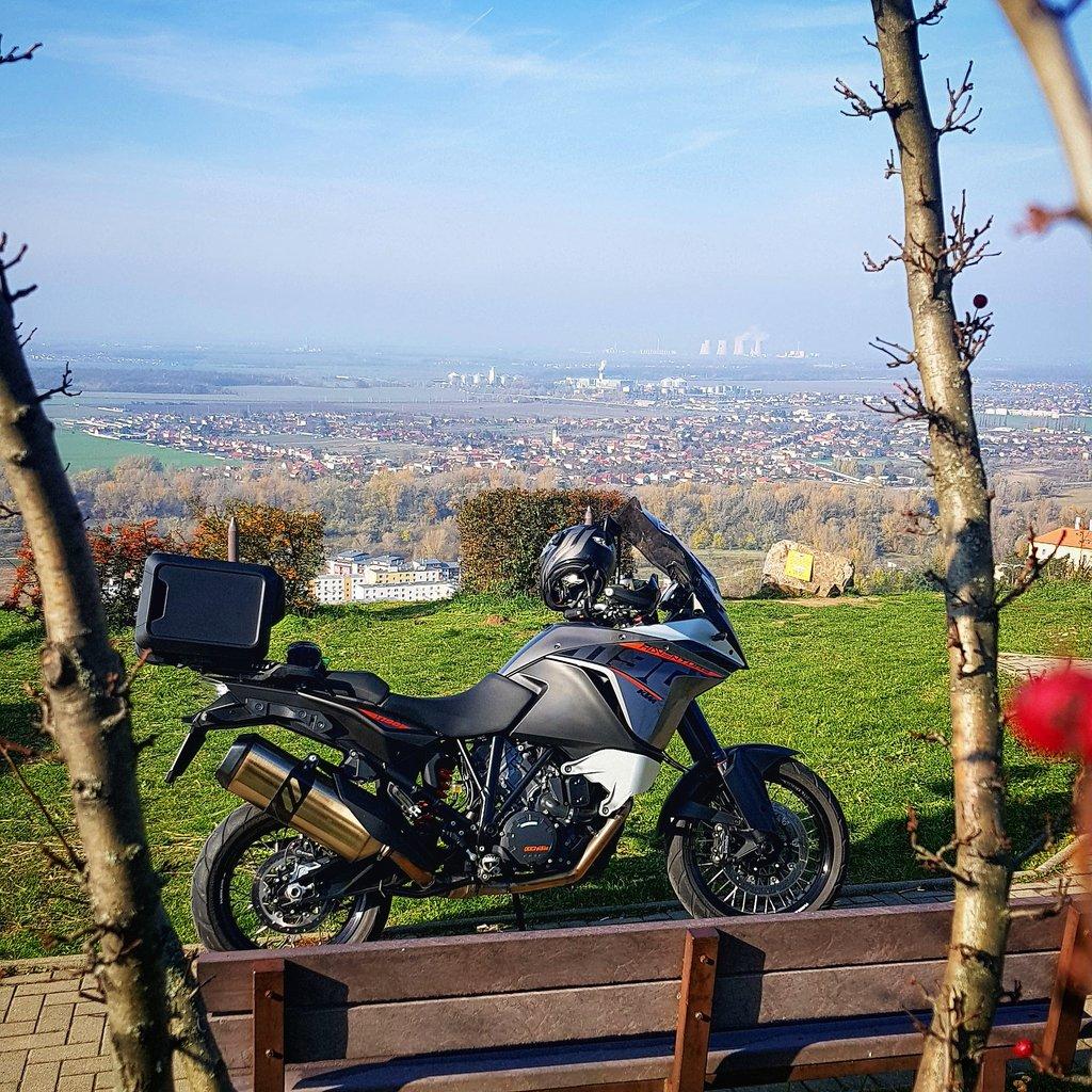 KTM 1190 Adventure a jaslovské komíny