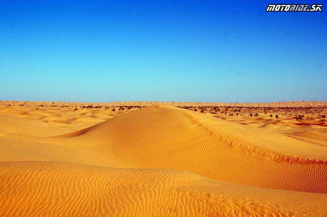 Púštna cesta Douz - Ksar Ghilane - bivak - Na Afrikách do Afriky - Tunisko