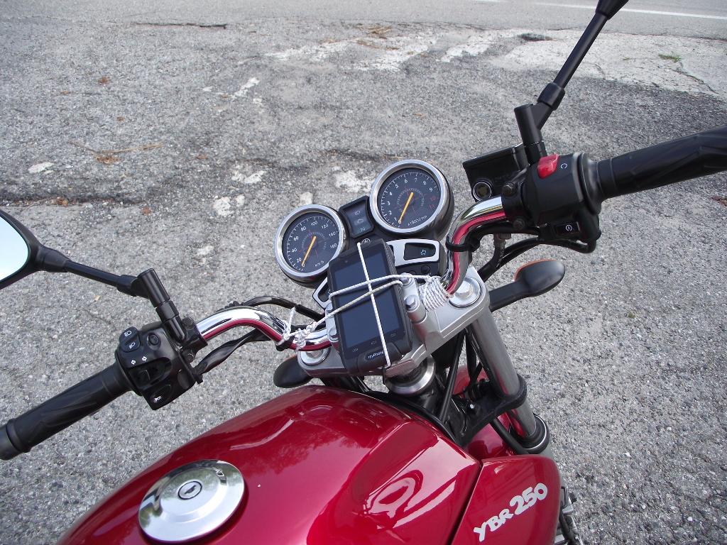 Talianske cestičky si vyžiadali inštaláciu GPS - Yamaha YBR 250