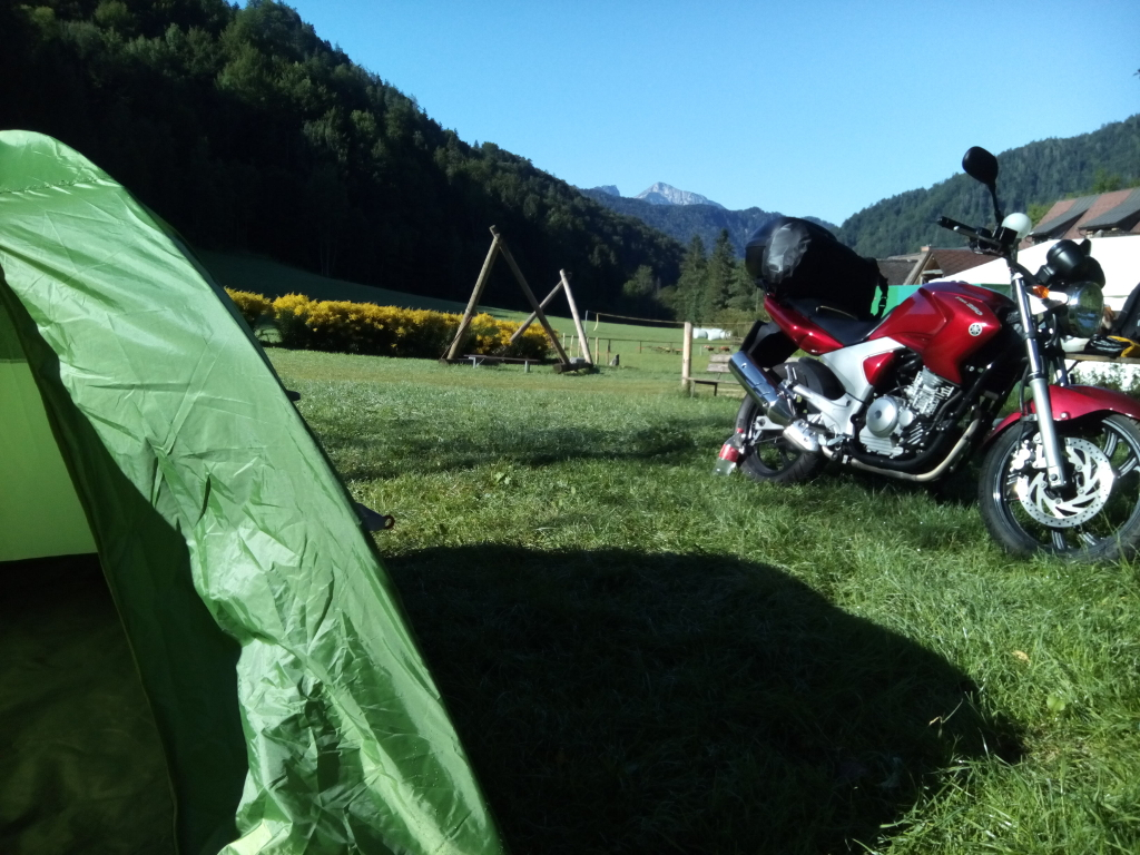 Ráno v kempe - Yamaha YBR 250