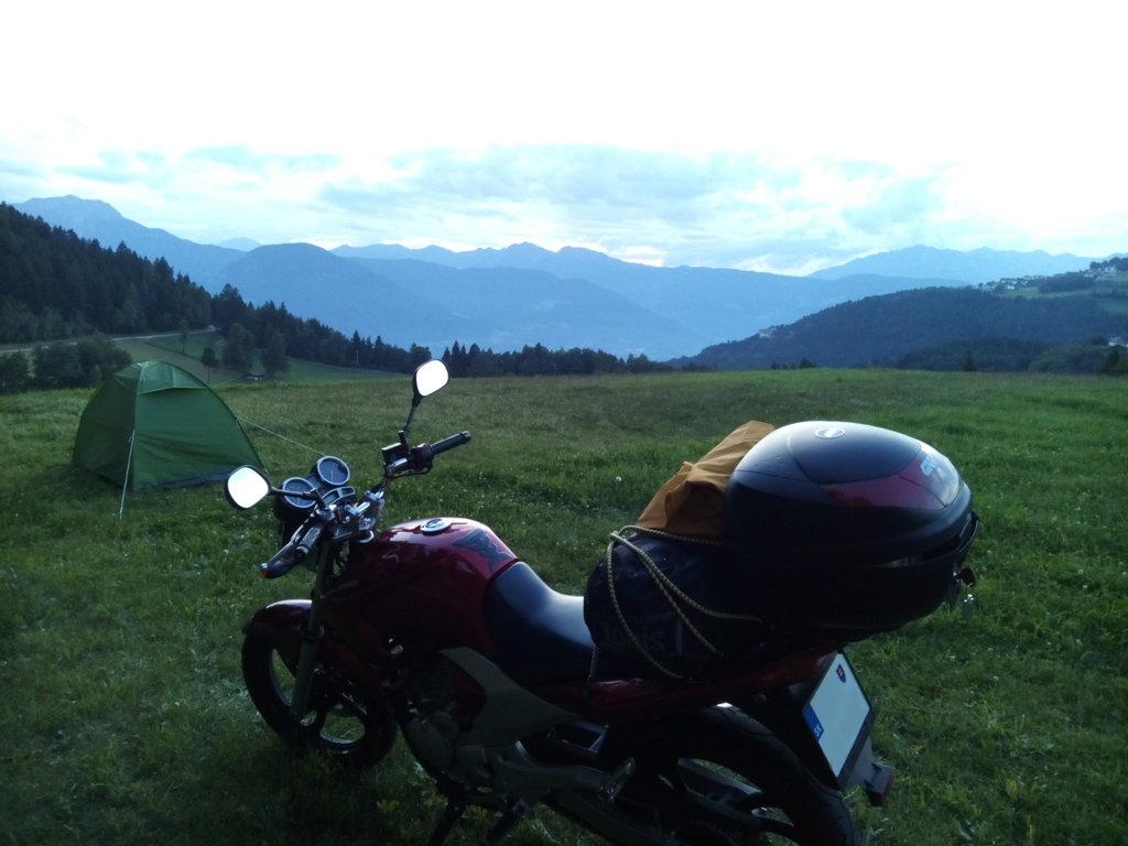 Táborenie nadivoko v Alpách - Yamaha YBR 250