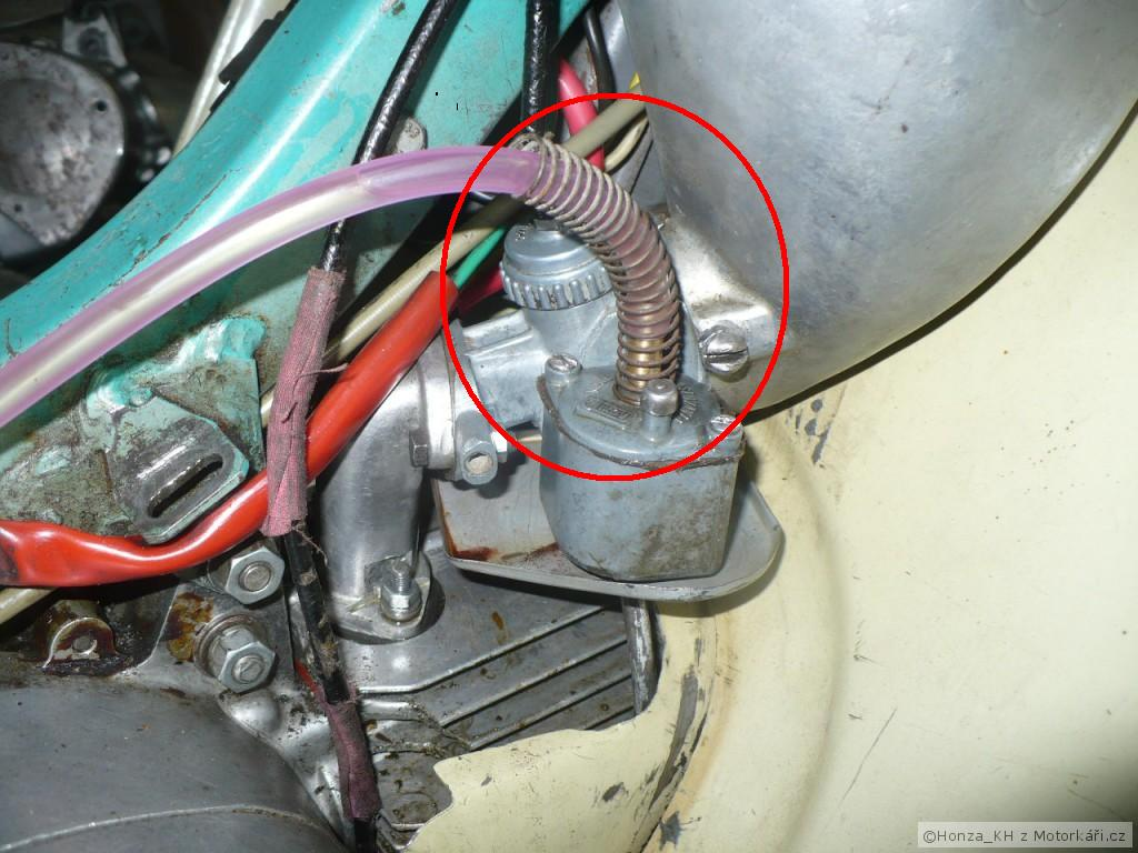 podporná strunka, aby sa benzinová hadička nelámala