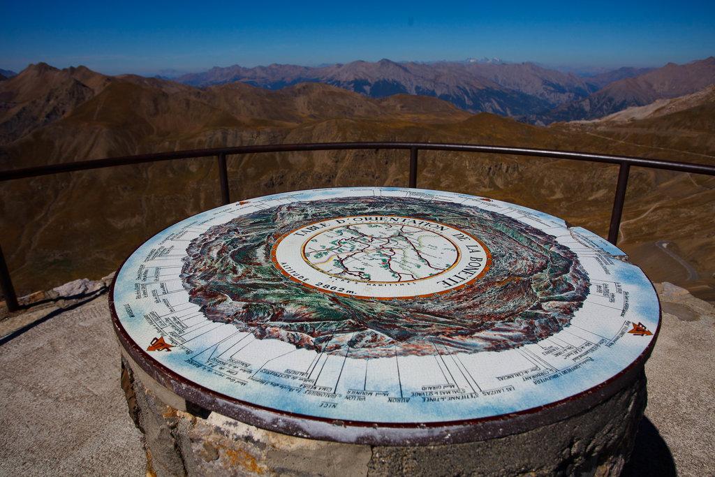 Na vrchole Cima de la Bonette - kúsok pešo nad parkovisko. Dolné Orešany tu chýbajú...