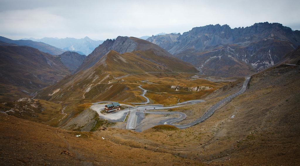 Pohľad z Col du Galibier smerom ku Col du Telegraphe.