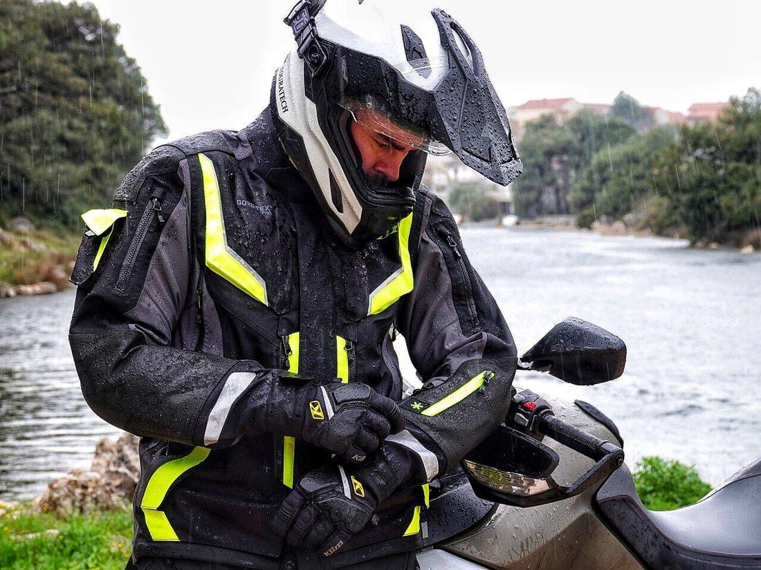 Test nepremokavého moto oblečenia KLIM Badlands Pro
