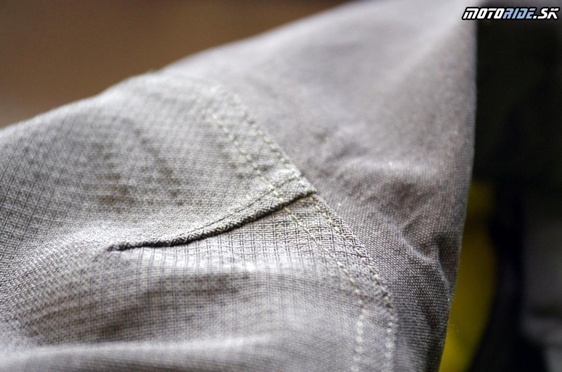 Kevlarom spevnená tkanina na exponovaných miestach - Skúsenosti: nepremokavě adventure oblečenie Klim Badlands Pro po 2 rokoch