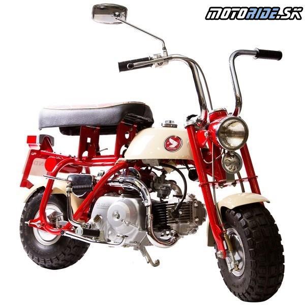 """Honda Monkey 1967 - Prvý model predávaný v Japonsku – so """"sklopným"""" sedlom"""