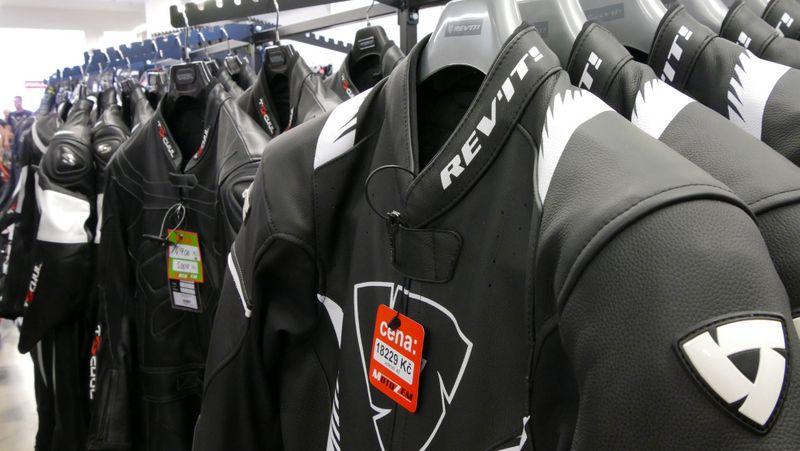 MotoZem vám pomôže s výberom vhodného oblečenia, príslušenstva a doplnkov
