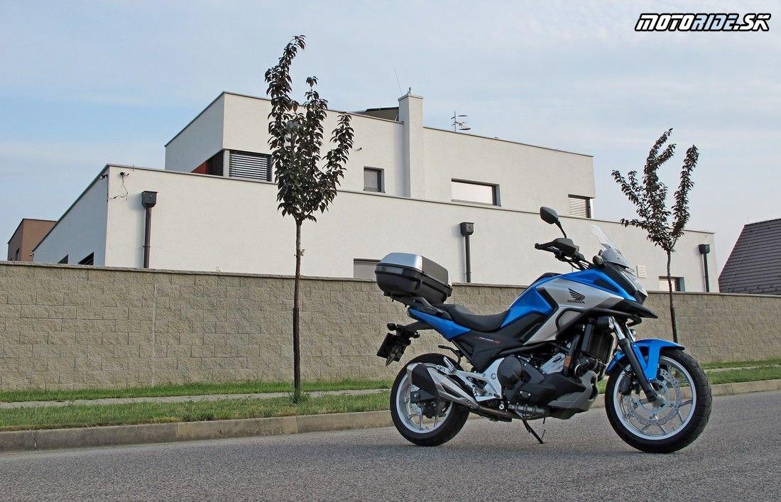 Známy pracant Honda NC750X v našich neúprosných paprčiach - zvláda naozaj všetko!