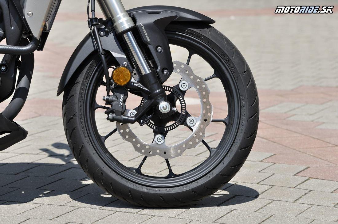 Vyskúšali sme solídny tretinový liter - Honda CB300R 2018