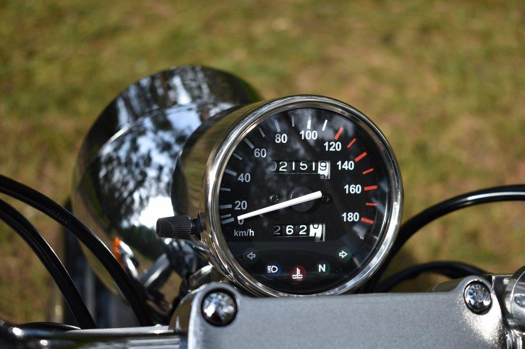 Jednoduchý, minimalistický tachometer
