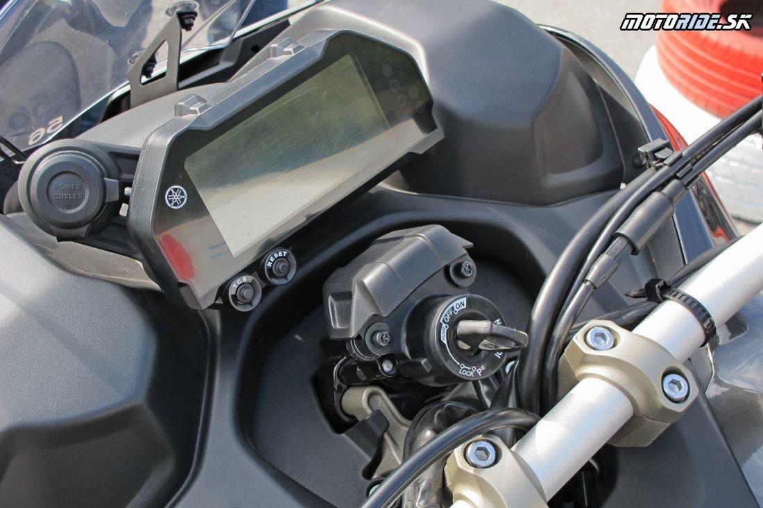 Tri kolesá a päť tlmičov: Yamaha Niken, magnet na pohľady