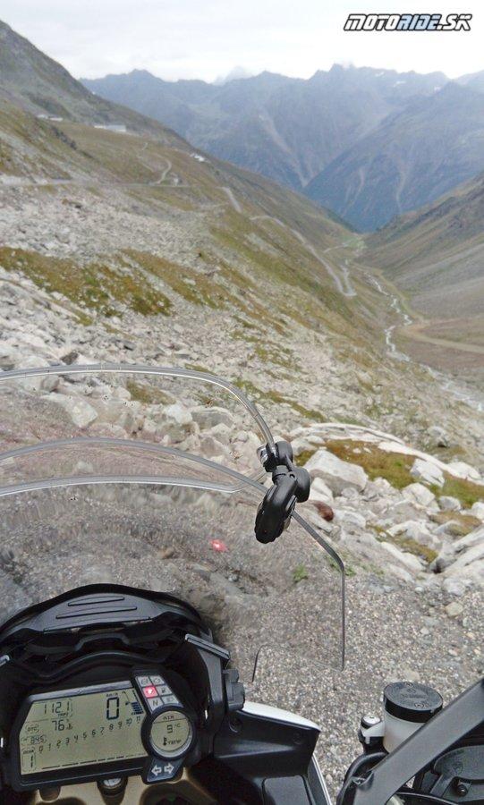 MRA X-Creen Sport v stúpaní na Hochsolden, tretiu najvyššiu asfaltovú cestu v Európe :)