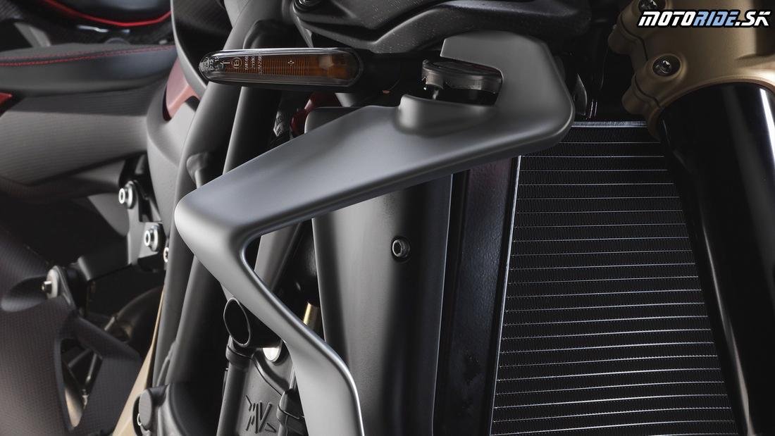 Kryty chladičov majú funkciu prítlačných krídel - MV Agusta Brutale 1000 Serie Oro 2019