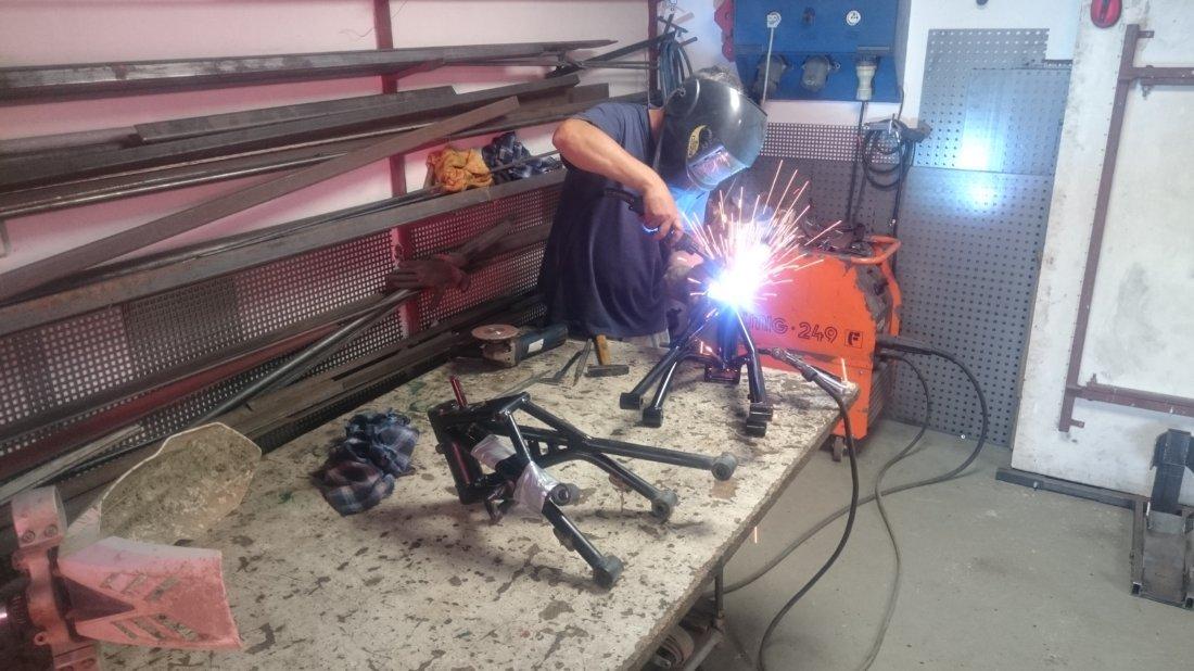 Úprava nového rámu - Oprava po prasknutí rámu - Blog: Prestavba BMW R1150GS RR Enduro by Awia dokončená (servis WP)