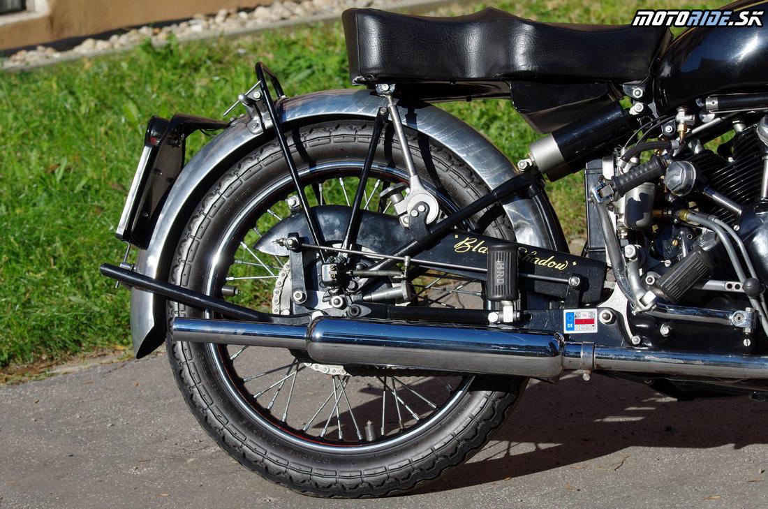 Zadné odpruženie cantilever 2x pružina + tlmič pod sedlom + 2x trecie tlmiče - Vincent Black Shadow 1951 - legendárny stroj, ktorý predbehol svoju dobu