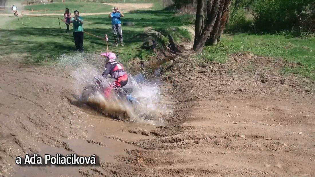 Aďa Poliačiková - Klasik - Súťaž Dávid proti Goliášovi - BMW GS vs. Pionier (záber z videa)