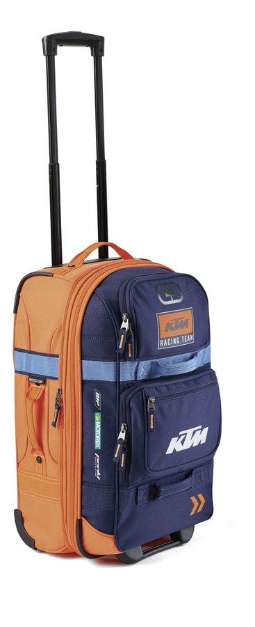 KTM CEE venuje výhercovi tašku Team Layover Bag