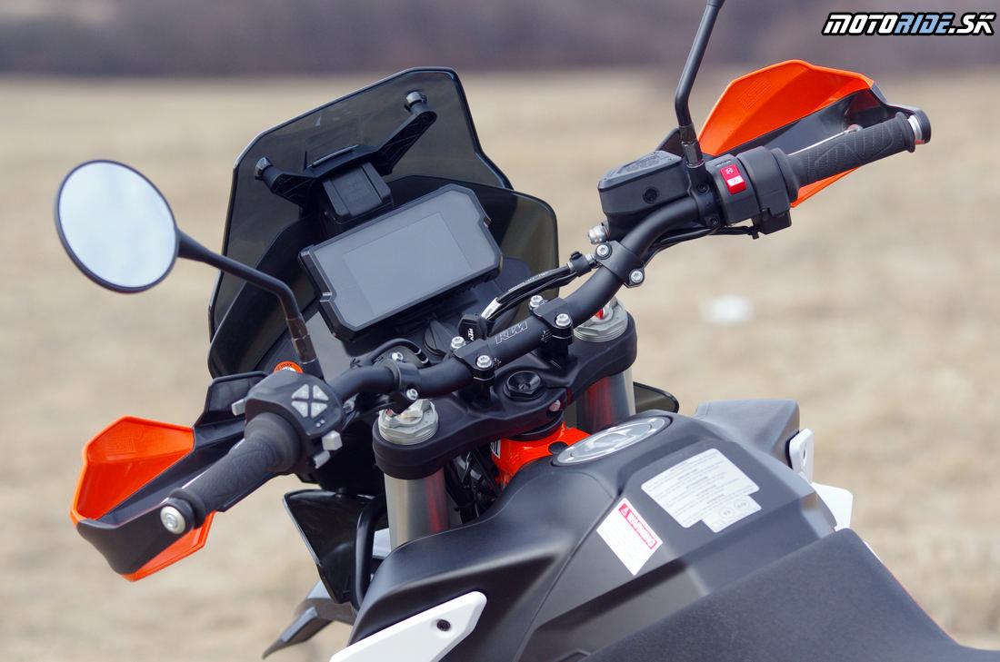 Široké riaditka - v dobrej výške - možnosť montáže vo viacerých polohách v okuliaroch - Prvé dojmy z jazdy na KTM 790 Adventure R 2019